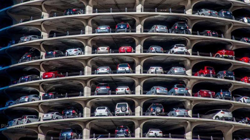 Ogni parcheggio in più è un incentivo alle fonti fossili
